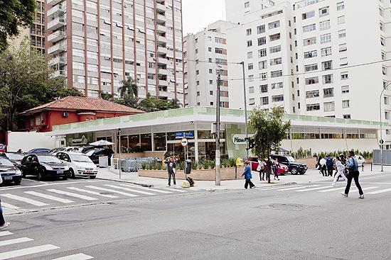 Esquina da avenida Angélica com rua Sergipe, na rgião de Higienópolis. Local iria receber estação do metrô.