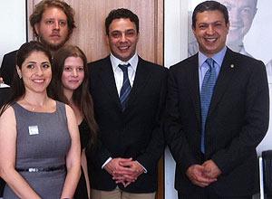 Fernanda Barros, Daniel Guth, Julia Bobrow, Marcelo Médici e o deputado federal Ricardo Izar Junior em Brasília, nesta terça
