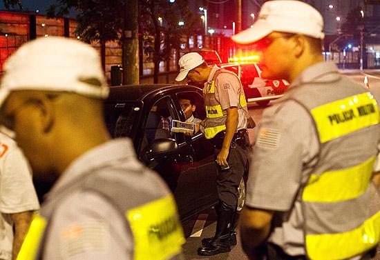 Polícia Militar faz blitz da lei seca na zona oeste de São Paulo; regras para os motoristas ficou mais rígida