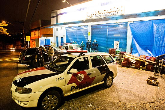 Mercado onde mais um PM foi morto na noite de quinta; quatro policiais foram mortos desde a noite de quarta-feira