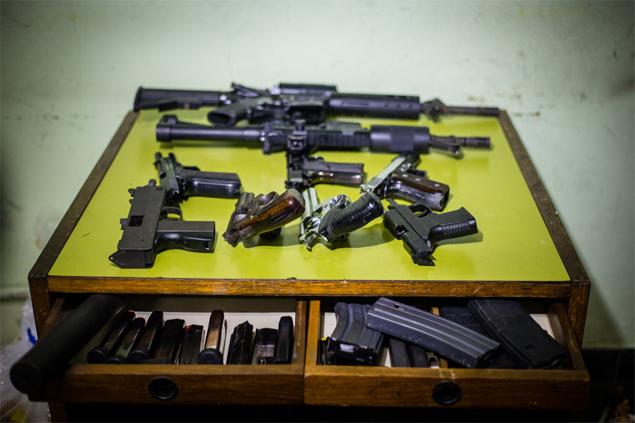 Polícia Militar apreende armas, drogas e maquinário utilizado para refino em casa em Guarulhos (Grande SP), em 2013