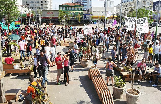 Protesto contra crise da água reúne manifestantes em Pinheiros
