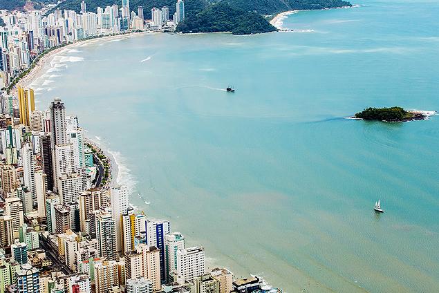 Vista de praia em Balneário Camboriú (SC)