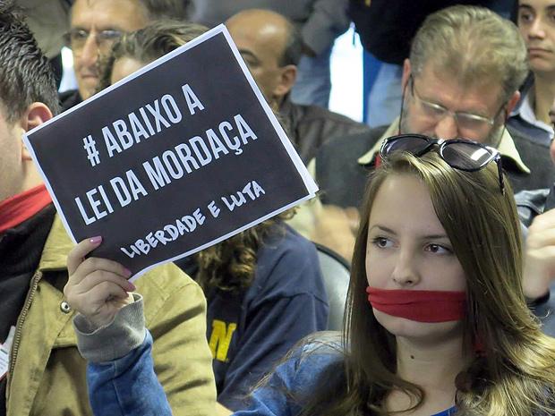 """Representantes de movimentos estudantis se posicionam contra o que chamam de """"Lei da Mordaça"""" Foto: Alex Sander Magdyel / Agencia RBS *** PARCEIRO FOLHAPRESS - FOTO COM CUSTO EXTRA E CRÉDITOS OBRIGATÓRIOS ***"""