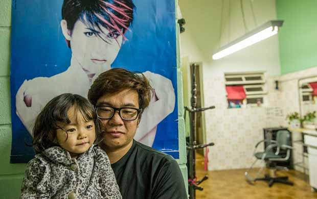 Diogo, 24, que perdeu a mãe após erro médico, e sua filha