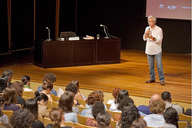 Palestra do professor José Pacheco em Brumadinho (MG)