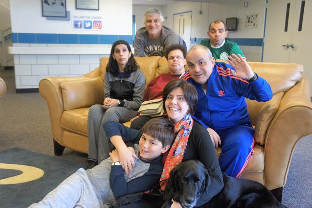 Grupo que viajou pelo Instituto Íris para os EUA para buscar novos cães-guia