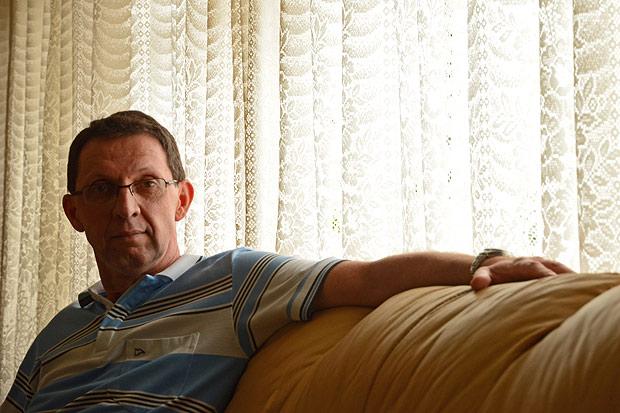 Marcos Brites, professor da rede estadual paulista, é formado em matemática e biologia, mas acumula classes de física; ele trabalha em três escolas