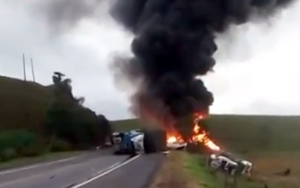 Acidente entre duas ambulâncias,ônibus e carreta deixa mortos e feridos no Espírito Santo