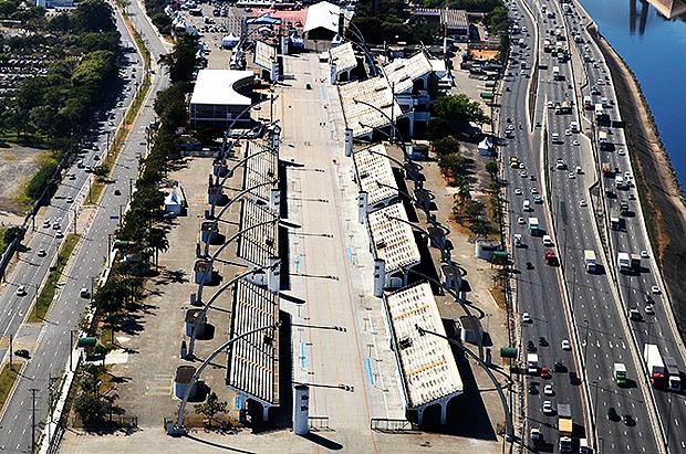 A pista do Sambódromo, também conhecida como Passarela do Samba, comporta eventos esportivos, culturais, desfiles, corridas e diversos outros, pois se integra aos demais espaços do Sambódromo acrescentando um toque original ao seu evento.