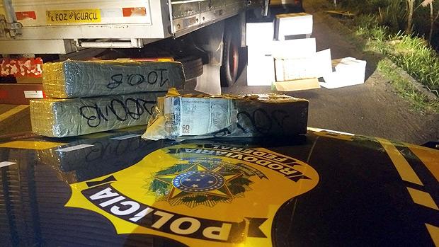 Dinheiro encontrado pela Polícia Rodoviária Federal no Paraná