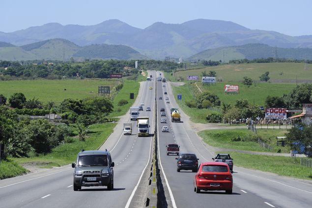 A rodovia BR-101 na altura de Itaboraí
