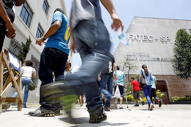 Fachada da Faculdade de Tecnologia de São Paulo, no Bom Retiro, onde salas têm sido invadidas por urubus