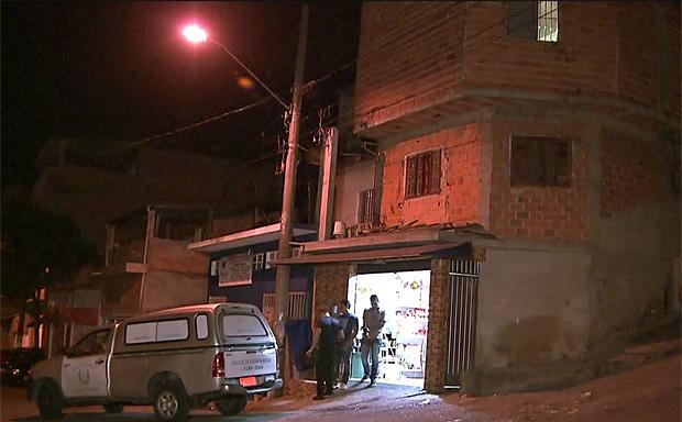 Fachada de bar onde um pessoa morreu e outras três foram baleadas em Carapicuíba, na Grande SP