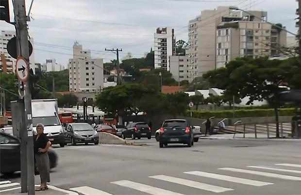 Cruzamento da rua Heitor Penteado com a avenida Pompeia, onde idoso foi atropelado e morto