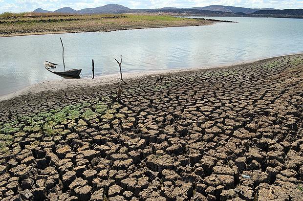 Barragem Armando Ribeiro, em Assu, no Rio Grande do Norte, seca no dia 7 de janeiro