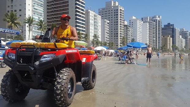 O sargento Gerson trabalha como socorrista no Guarujá, local que mais registra afogamentos no litoral de SP