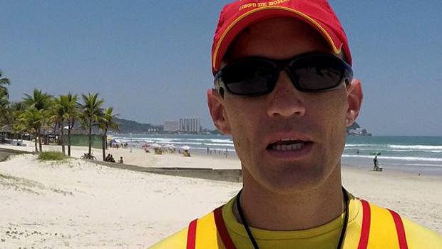 Os banhistas devem manter a água até a cintura, aconselha o tenente Paulo Sergio dos Santos