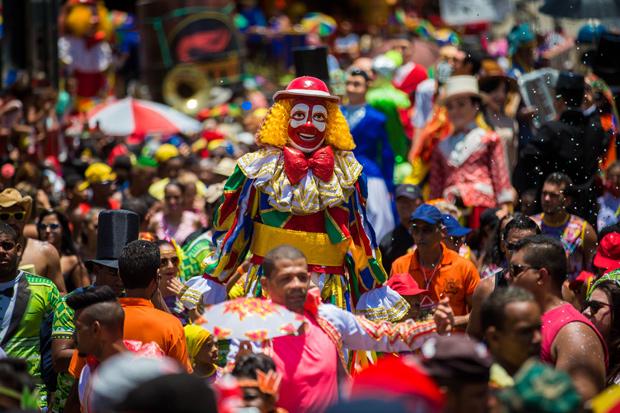 OLINDA, PB, BRASIL, 28.02.17 09h Carnaval de rua em Olinda arrasta folioes pelas ruas da cidade acompanhando o cortejo dos famosos Bonecos de Olinda (Foto: Marcus Leoni / Folhapress, COTIDIANO)