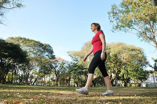 A nutricionista paulista Nicole Odenheimer Trevisan, 41, trocou a corrida pela caminhada