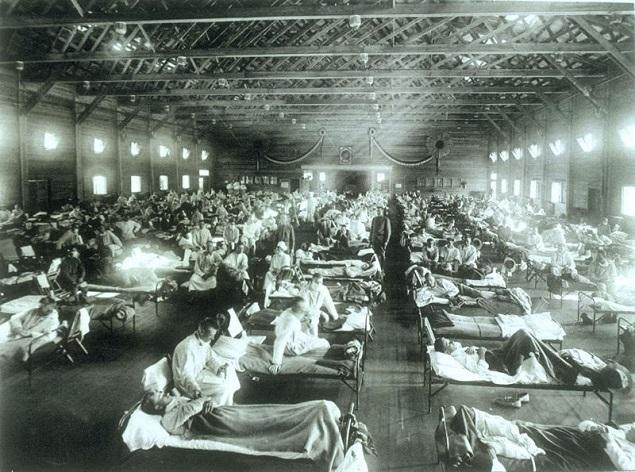 Soldados no forte Rieley, no Estado do Kansas (EUA), onde recebiam tratamento para a gripe espanhola, em 1918