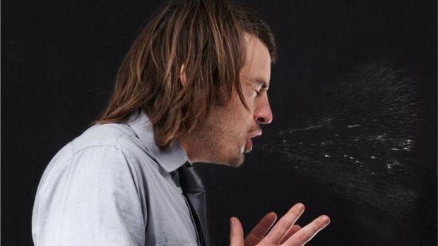 Caso de homem que rompeu a garganta ao segurar espirro foi revelado em publicação médica