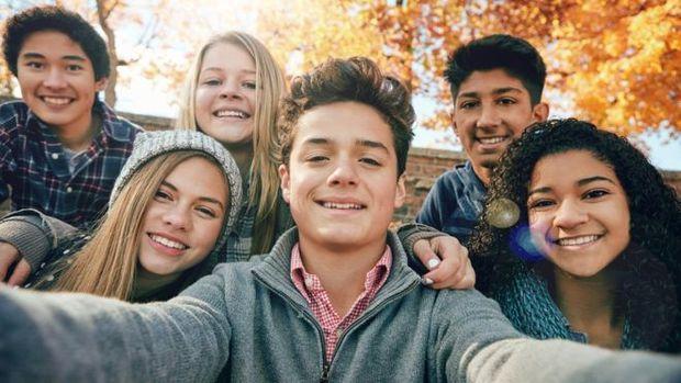 Jovens adiam planos de independência financeira e casamento, tornando-os semidepentendes dos pais