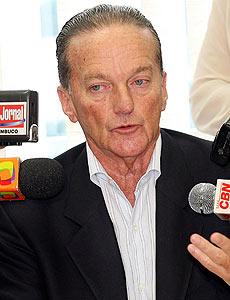 Jorge Bornhausen atribuiu os ataques de Lula ao DEM à ingestão de bebidas alcoólicas antes de comícios.