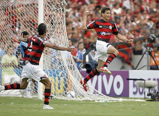Herói do Flamengo, zagueiro de 37 anos volta ao Fortaleza - 03/01/2013 -  Esporte - Folha de S.Paulo