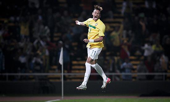 Neymar comemora gol na vitória por 4 a 2 sobre o Equador, pela última rodada da primeira fase da Copa América