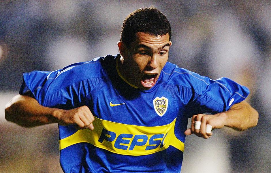 Tevez comemora gol marcado na final entre Boca Juniors x Santos em 2003