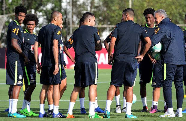 Football Soccer - Brazil's national soccer team training - World Cup 2018 Qualifiers - CT Corinthians, Sao Paulo, Brazil - 20/3/17. Head coach Tite (R) talks with players during training session. REUTERS/Paulo Whitaker ORG XMIT: PW112