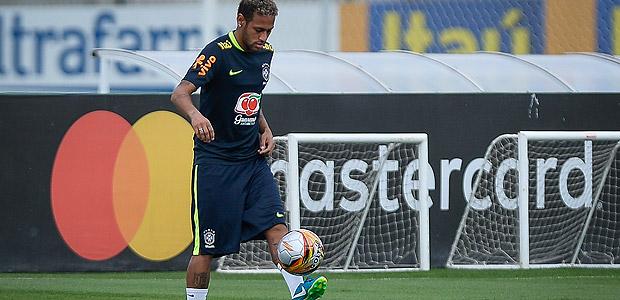 Neymar participa do primeiro treino da seleção, em Teresópolis, antes de duelo com a Bolívia pela penúltima rodada das eliminatórias para a Copa do Mundo