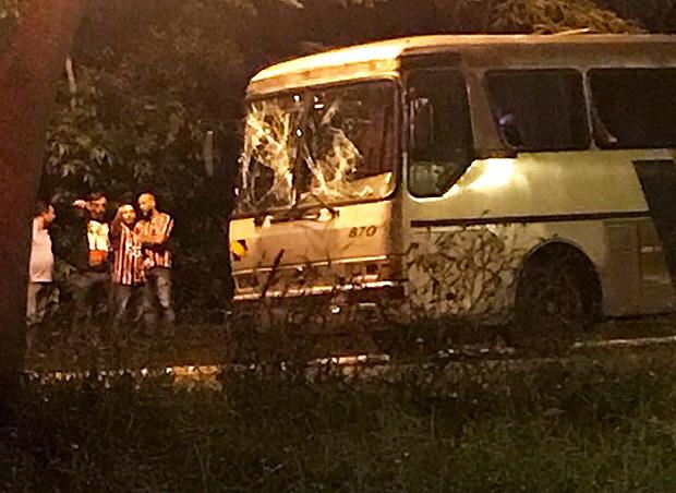 Ônibus da torcida organizada Independente da capital foi apedrejado fora do estádio Santa Cruz