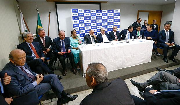 BRASILIA, DF, BRASIL, 12-06-2017, 17h00: Reunião da executiva da PSDB para definir sobre o desembarque ou não do governo Temer. O partido está rachado e não deve ter nenhuma definição sobre o assunto na reunião de hoje. Na mesa principal o presidente em exercício do partido senador Tasso Jereissati, os governadores de SP, Geraldo Alckmin, do PA Simão Jatene, do PR Beto Richa, de GO Marconi Perillo, o prefeito de Manaus Arthur Virgílio, de São Paulo João Dória e os ministros Bruno Araújo (Cidades), Luislinda Valois (Direitos Humanos), Aloysio Nunes Ferreira (MRE) e Antonio Imbassahy (Secretaria de Governo), alem do senador e ex ministro José Serra. (Foto: Pedro Ladeira/Folhapress, PODER)