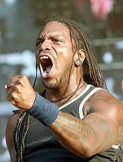 O vocalista da banda Sepultura, Derrick Green