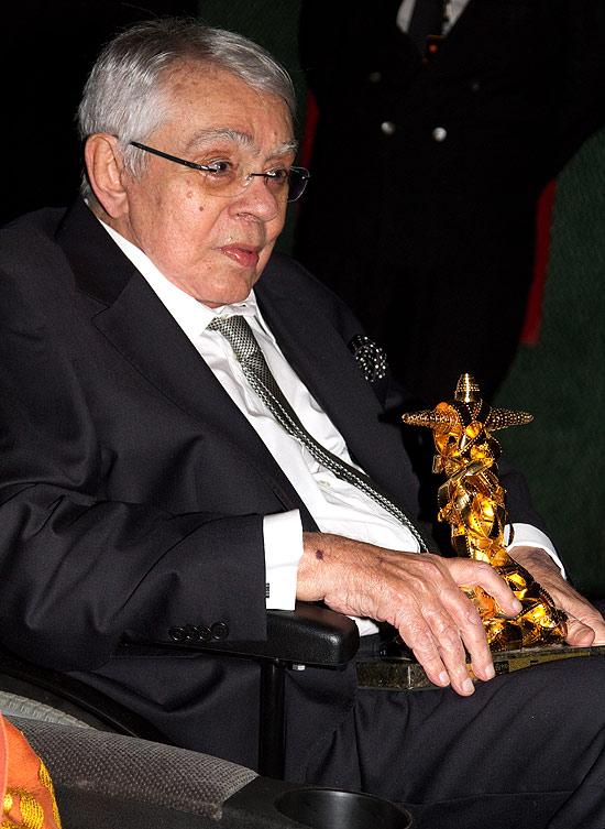 Chico Anysio recebe o prêmio especial do júri no Festival de Cinema do Rio, em outubro de 2011