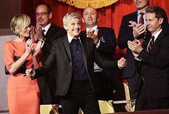 Ellen DeGeneres é aplaudida na 15ª edição do Mark Twain Prize for American Humor, em Washington, em 2012