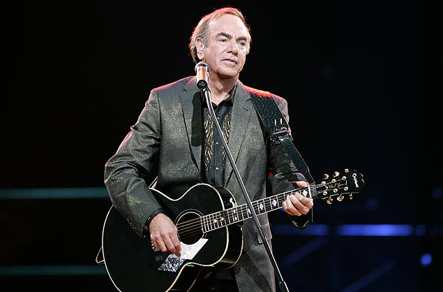 ORG XMIT: 224501_1.tif U.S. singer Neil Diamond performs during his concert in Munich, southern Germany, on Tuesday, May 27, 2008. Diamond is touring in Germany again after nine years of absence. (AP Photo/Christof Stache)