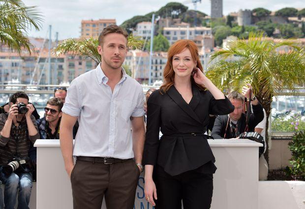 Ryan Gosling e Christina Hendricks em sessão de fotos em Cannes