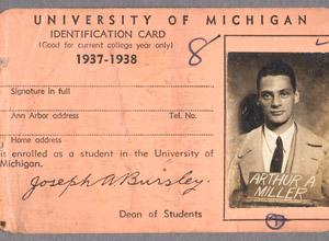 Cartão de identidade estudantil de Miller, parte do acervo