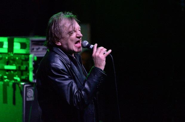 Crédito  Getty Images O músico Mark E Smith em janeiro de 2017 durante um  show da banda The Fall d7bb4e81eb