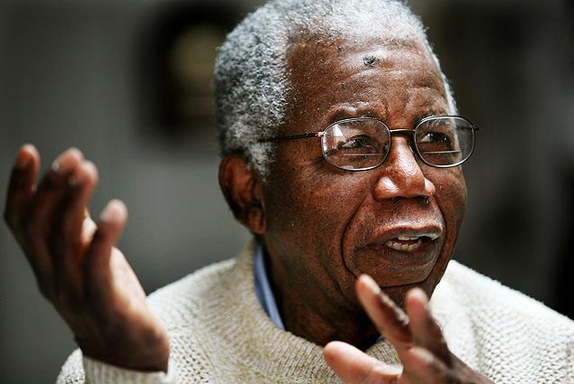 O escritor Chinua Achebe, morto em março de 2013