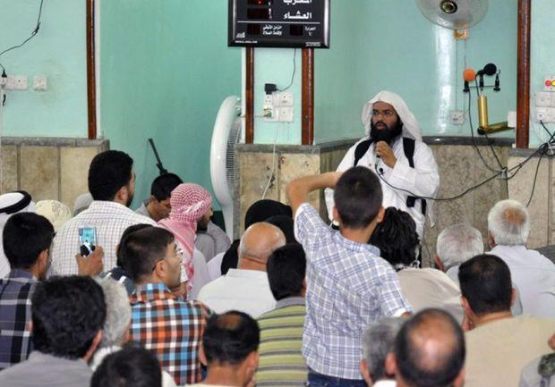 Turki al-Binali prega para fiéis em uma mesquita de Mossul, no Iraque