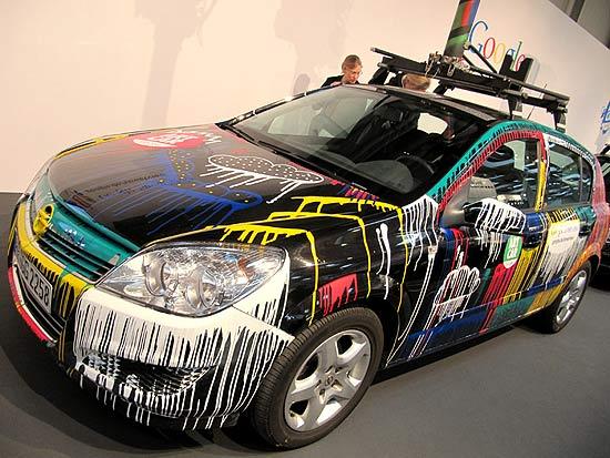 Carro do Google Street View mostrado na feira Cebit, na Alemanha; empresa luta para convencer países