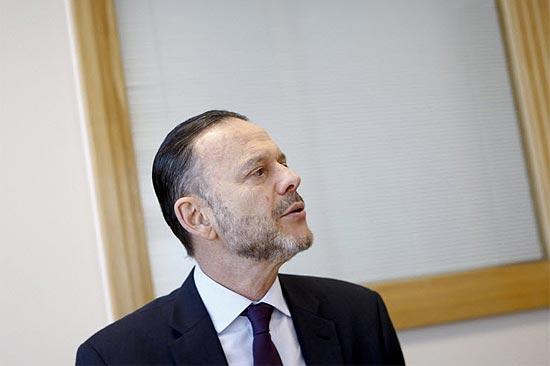 O presidente do BNDES, Luciano Coutinho, que está em Nova York