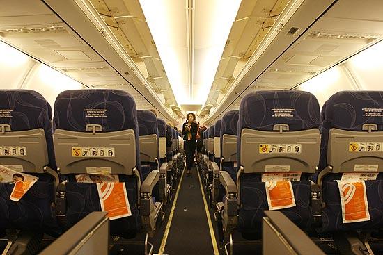 Passagens em voos da ponte aérea poderão dar direito a não ter ninguém no assento ao lado