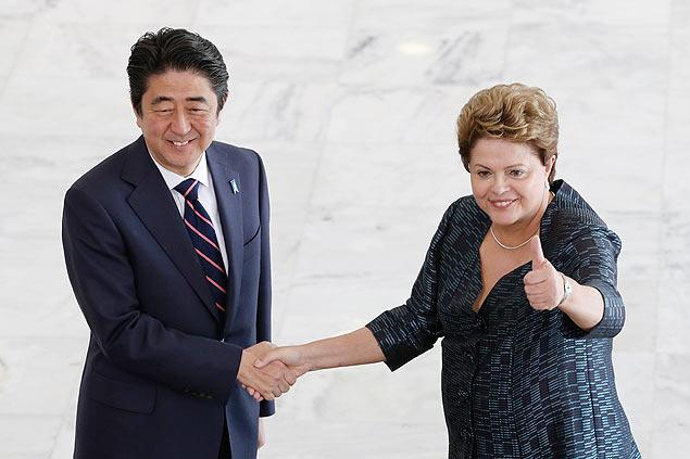 Primeiro-ministro do Japão, Shinzo Abe, e a presidente Dilma Rousseff no Palácio do Planalto