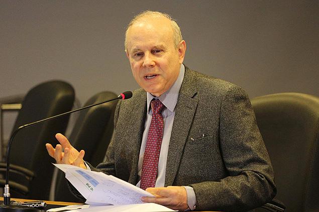 O ministro da Fazenda, Guido Mantega, afirmou que vai rever a previsão de alta de 1,8% para este ano
