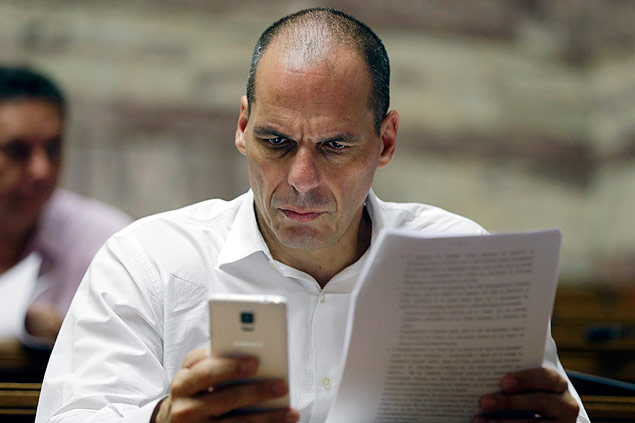 O ex-ministro da economia da Grécia Yanis Varoufakis participa de uma reunião no Parlamento em 2015